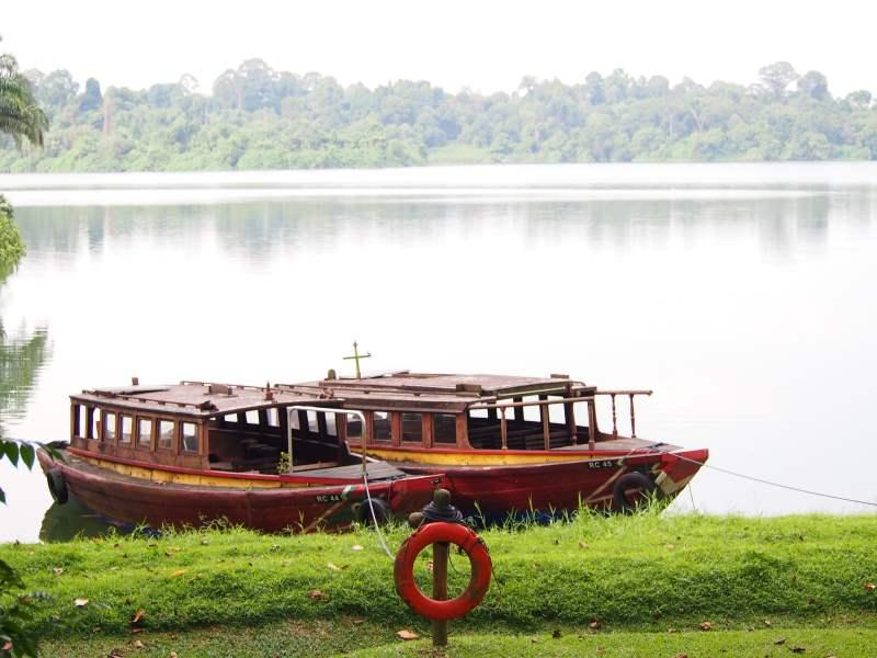 Bateaux sur le lac du Zoo de Singapour