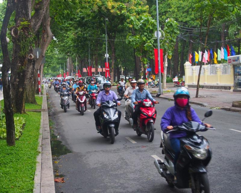 Des centaines de scooters dans les rues de Ho Chi Minh