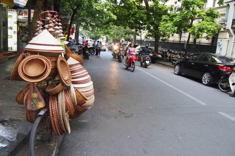 Vendeur de chapeau chinois à Hanoi