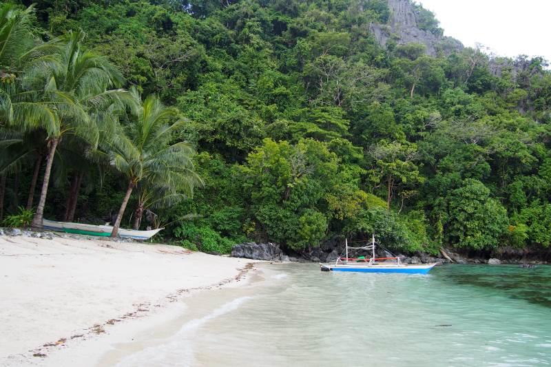 Profiter d'une plage déserte à El Nido