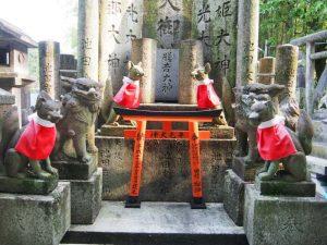Statues de renards à Kyoto