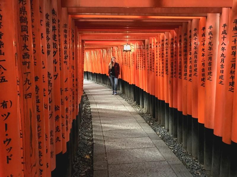 Prendre la pause sous les torii rouges
