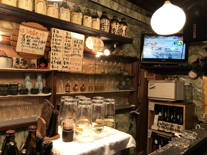 Karaoké entre amis dans un bar japonais à Kyoto