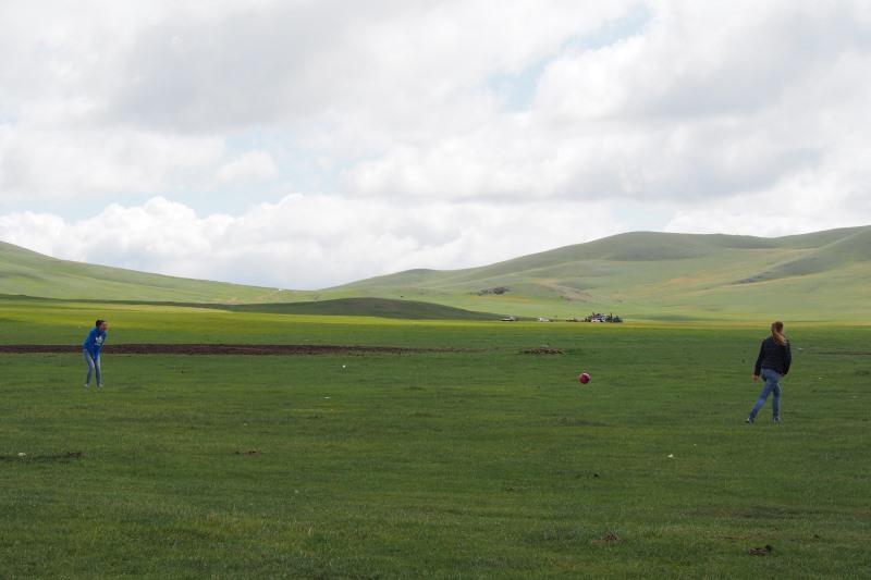 Tu sais que tu es en Mongolie quand : tu as de l'espace pour jouer au foot