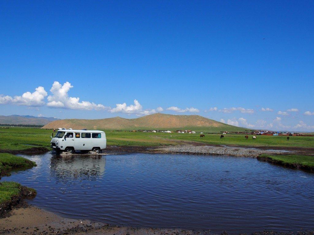 Tu sais que tu es en Mongolie quand : tu dois traverser des cours d'eau