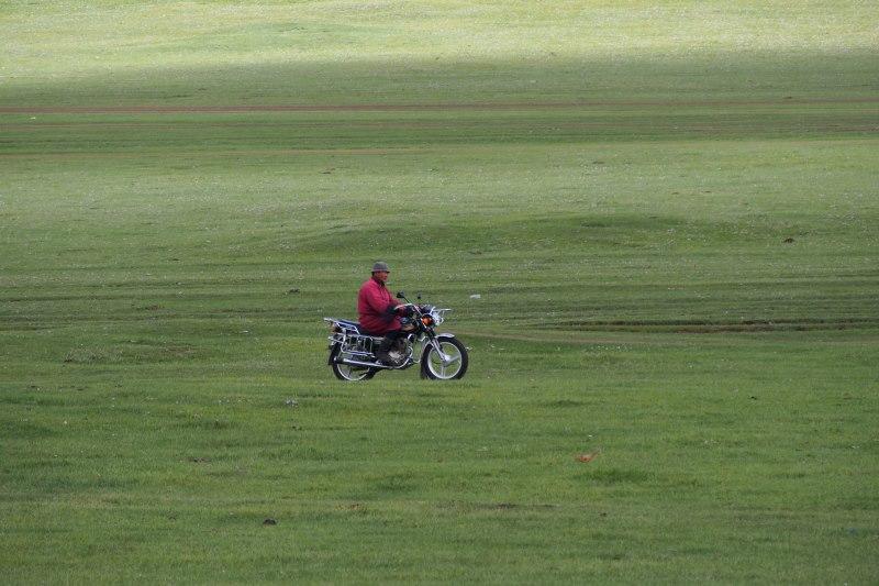 Carnet de voyage en Mongolie : motard dans la steppe