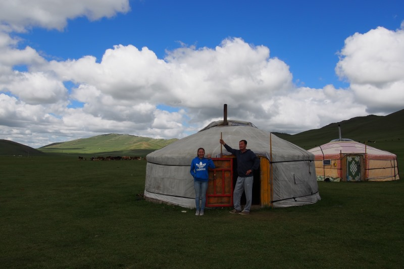 Carnet de voyage en Mongolie : notre guide et chauffeur