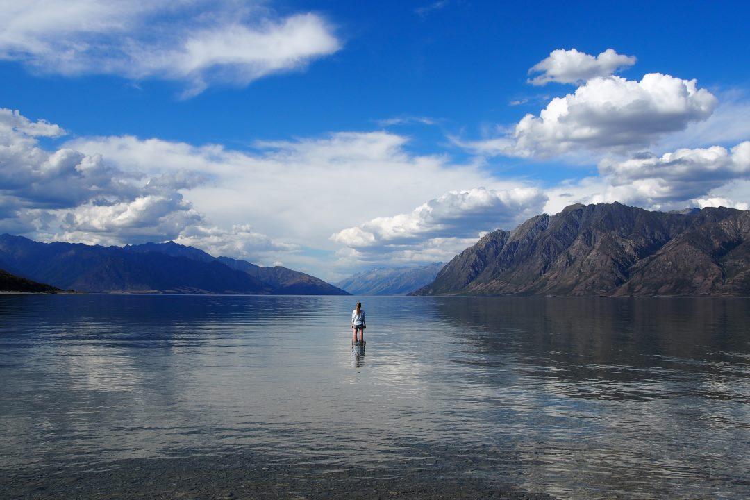 Bien préparer son voyage en Nouvelle-Zélande : faire trempette dans le lac Hawea