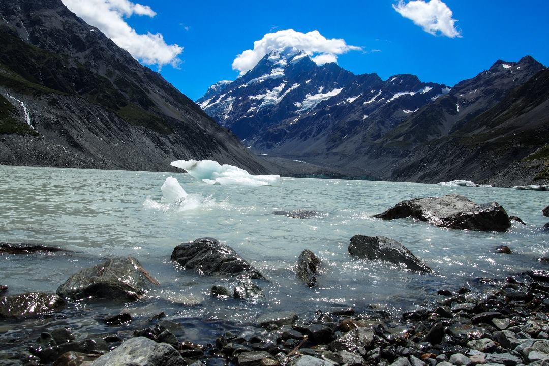 2 semaines en Nouvelle-Zélande : iceberg dans le lac sur le Hooker Valley Track