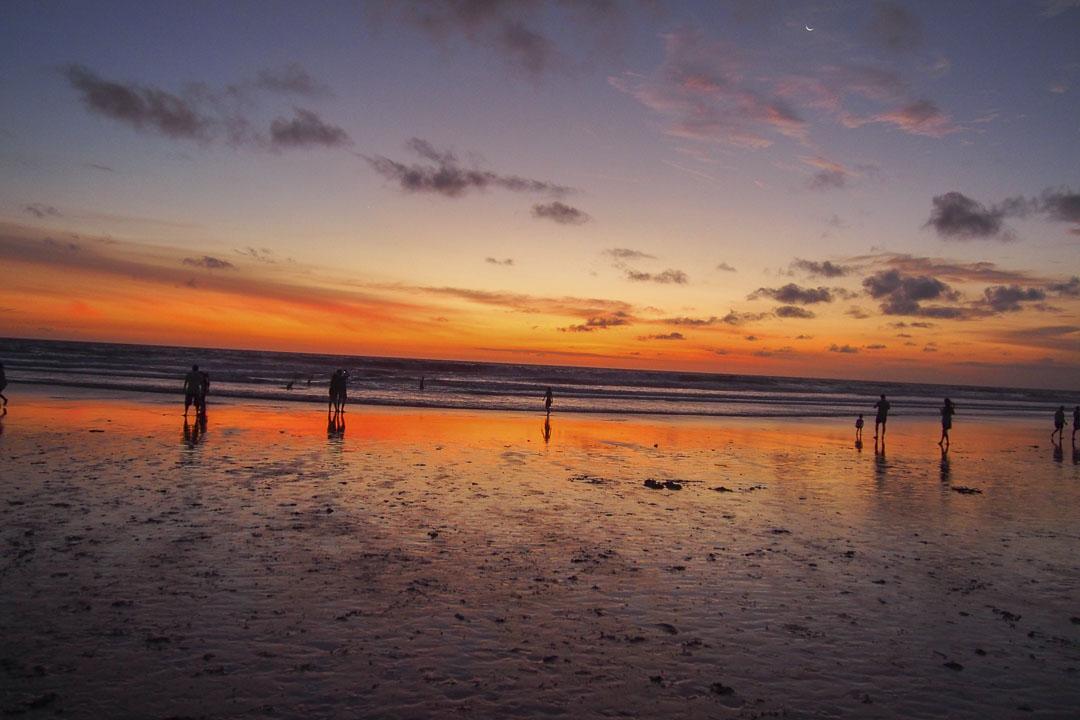 Où sortir à Bali : Coucher de soleil sur la plage de Seminyak